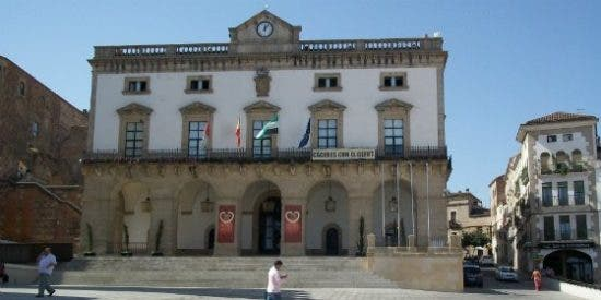 Levantadas las medidas cautelares sobre la obra de Helga de Alvear en Cáceres