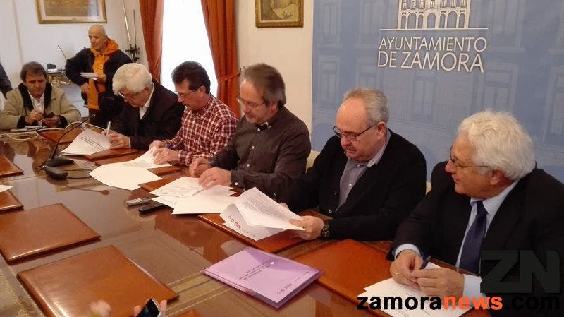 """El Ayuntamiento de Zamora, CEOE, CCOO y UGT firman un convenio """"pionero en Castilla y León"""" para garantizar la estabilidad del empleo"""