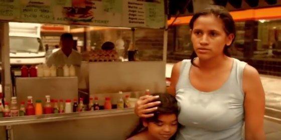 """La desesperada madre venezolana que no puede comprarle agua a su hija: """"¡Pero hay aguacates!"""""""