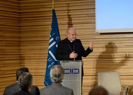 """Cardenal Schönborn en el KAICIID: """"No se puede imaginar la religión sin responsabilidad"""""""