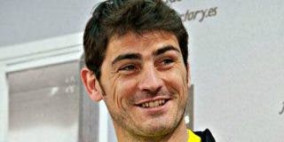 Casillas no se corta y responde a una seguidora en Twitter