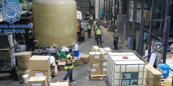 Desarticulada una red capaz de fabricar al mes 200.000 botes de champú falsos de una conocida marca comercial