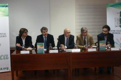 El Colegio de Médicos de Cáceres ha acogido la presentación de tres libros de diferentes materias