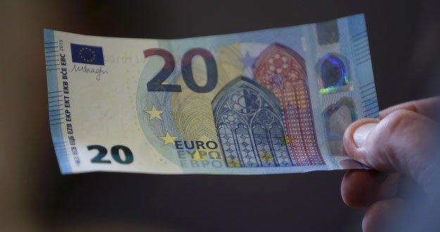 El nuevo billete de 20 euros empieza a circular por España