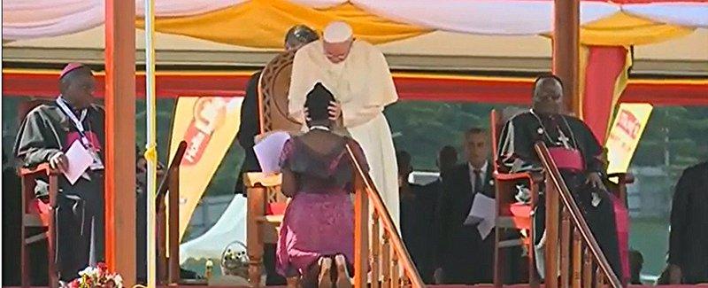 """El Papa a los jóvenes de Uganda: """"Tranformad los muros en horizontes abiertos"""""""