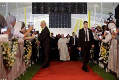 La primera misa del papa en África