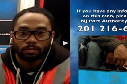 [Vídeo] El nuevo truco de los pervertidos en el metro... para que no te 'saltes la cola'
