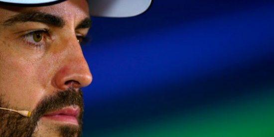 Alonso muestra su malestar con Ron Denis por hablar de su posible año sabático