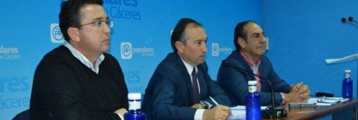 """Manzano asegura que Vara """"se ha quedado sólo"""" en la tramitación de los presupuestos"""