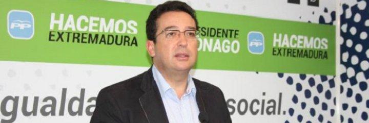 Manzano pregunta a Rivera si está a favor o en contra de la subida de impuestos a los extremeños