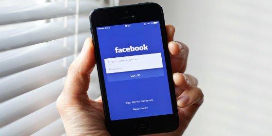 [Foto] El padre sube este topless del 'zorrón' de su hija a Facebook como castigo