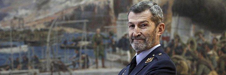 Este es el general fichado por Podemos: un taciturno que dejó escapar a los secuestradores del Alakrana
