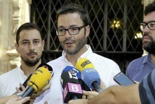El Ayuntamiento de Palma se hace cruces y retira el crucifijo del Salón de Plenos