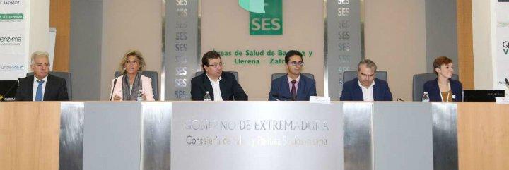 Fernández Vara aboga por tratar las enfermedades raras desde el sistema público