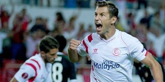 Krychowiak desvela la exigencia al Sevilla para renovar