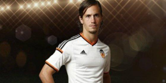 El agente del futbolista del Valencia reconoce contactos con este otro club