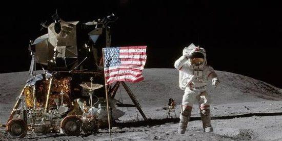 El mensaje oculto que dejó el astronauta del Apolo 16 en la Luna