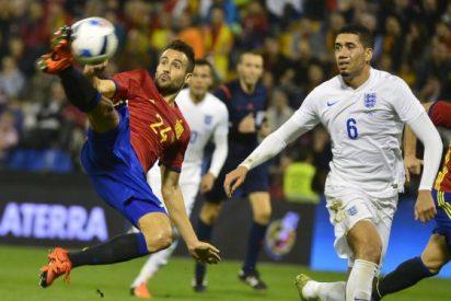 España da una lección de fútbol a Inglaterra (2-0)