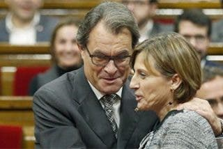 """Albiac contra la payasada de Mas y compañía: """"Lo suyo es un golpe de Estado de ladrones"""""""