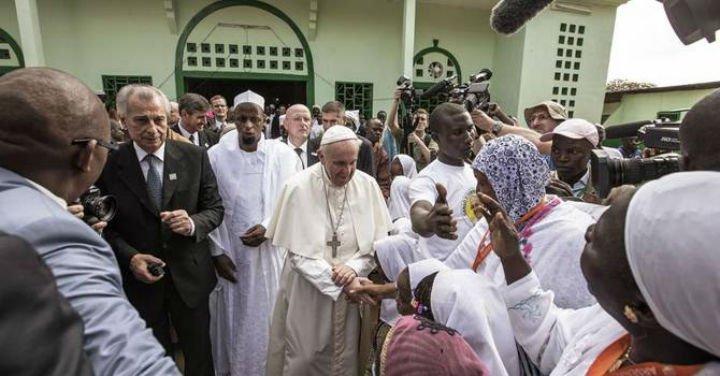 """El Papa, a los musulmanes: """"Juntos, digamos no al odio, no a la venganza, no a la violencia"""""""