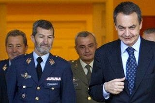 El antimilitarista Iglesias recluta al exjefe del Estado Mayor de la Defensa con ZP
