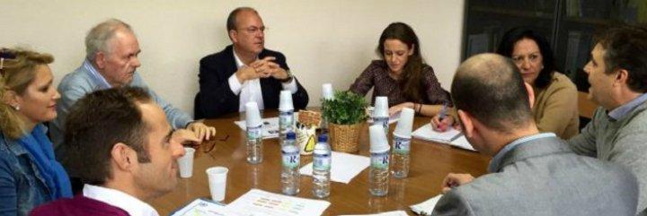 Monago: Vara ha ido a Madrid a reunirse con la Ministra de Fomento para tres cosas: pa ná, pa ná y pa ná