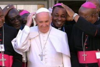"""El Papa valiente ya está en África: """"En realidad, le tengo más miedo a los mosquitos"""""""