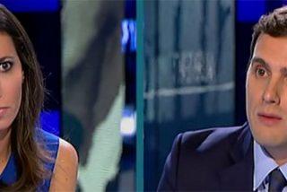 Palos a Ana Pastor en Twitter por sus impertinencias en la entrevista a Rivera