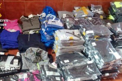 Detenido en el mercadillo de Santa Amalia (Badajoz) cuando vendía prendas de vestir robadas