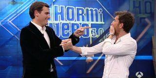 """Albert Rivera le da con la mano abierta a Pablo Iglesias en 'El Hormiguero': """"Comparar Irak con la foto de Aznar en las Azores es no tener ni idea"""""""