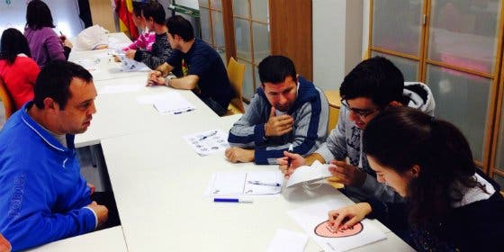 Autogestores de Aprosuba-14 Olivenza trabajan las emociones en un taller de bienestar emocional