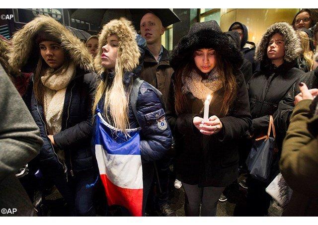 """Arabia Saudita considera que los atentados de París son una """"violación"""" de """"toda religión"""""""