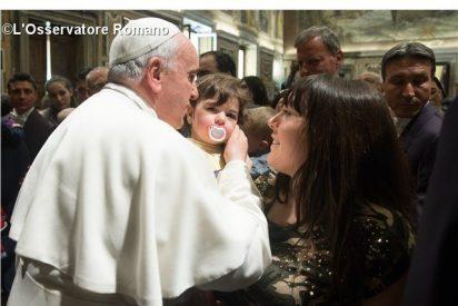 "Papa anima a los centros de ayuda a ""continuar siendo buenos samaritanos"""