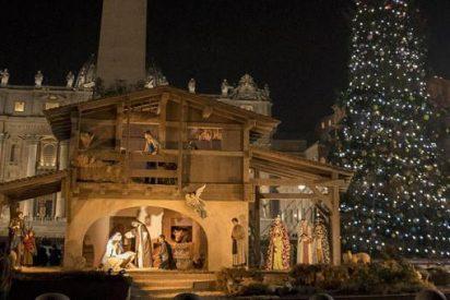 El Vaticano ilumina su abeto y su belén
