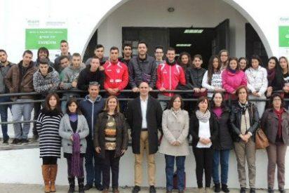 El alcalde de Zafra anima a los jóvenes del nuevo Aprendizext a aprovechar una oportunidad