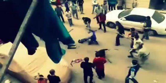El linchamiento del canalla que acuchilla a su mujer en la calle