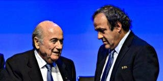 La FIFA inhabilita a Blatter y Platini durante ocho años por 'mangantes'