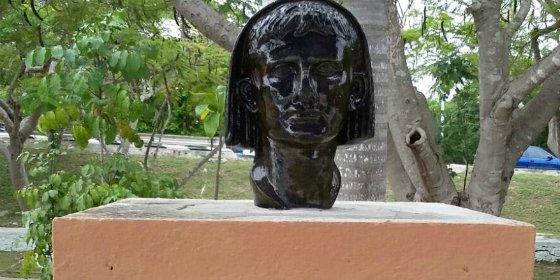 Una réplica del busto de Augusto en bronce luce ya en el Parque de las Tres Méridas