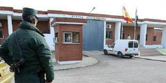 Personal de Instituciones Penitenciarias se concentran ante la Subdelegación del Gobierno de Cáceres