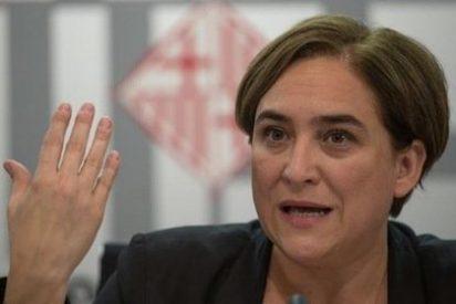Ada Colau y sus 'cuates' del ayuntamiento suman Barcelona a la resolución independentista