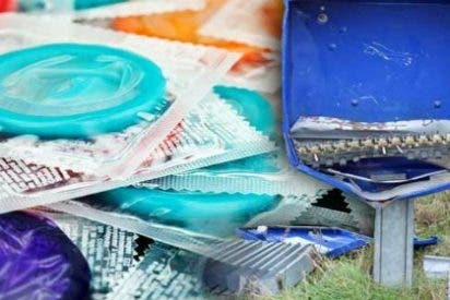 Muere al estallarle una máquina de preservativos... ¡por no ser precavido!