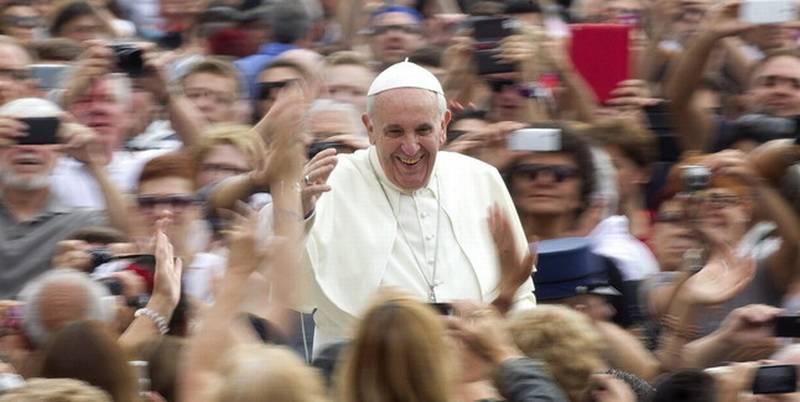 """Revelan que en el Vaticano """"muchos quieren ver muerto al Papa Francisco"""""""