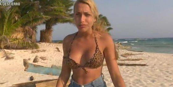 Elisa De Panicis Pasa De Sv2015 A Myhyv Y Se Desnuda Para