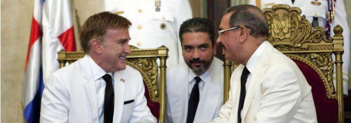 """El cardenal de Santo Domingo llama """"mujer"""" al embajador de EE.UU. en el país"""