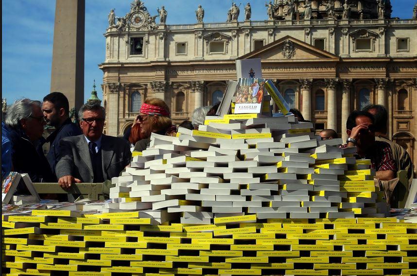 """El Papa, a los jóvenes: """"La Biblia es un libro extremadamente peligroso"""""""