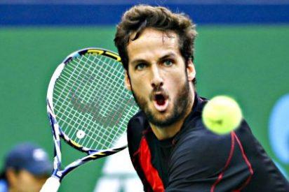 El tenista Feliciano López le 'atiza' un buen raquetazo tuitero al bocazas de Gerard Piqué