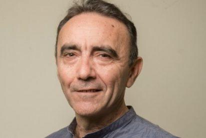 """Paco Flores presenta su libro """"A las ocho me visten de hombre """""""