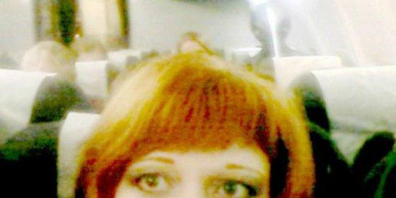 Se hace una selfie en el avión y aparece un extraterrestre cabezón