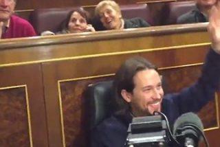 Pablo Iglesias la 'lía' en el Congreso de los Diputados: se sienta en el escaño del Presidente de Gobierno y se enfrenta a Celia Villalobos