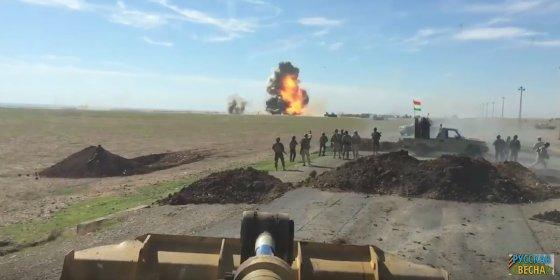 Así destruyen los kurdos un coche bomba del ISIS que se les echaba encima